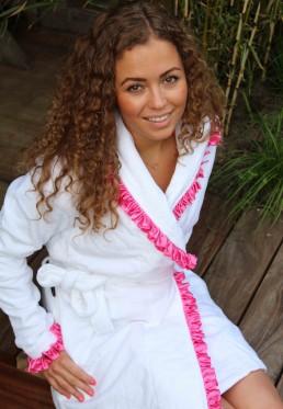 Weißer Damenbademantel mit Satin